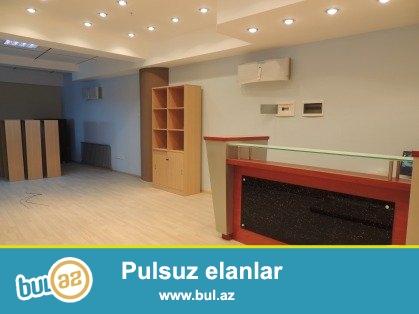 Yeni Həyat yaşayış kompleksinin 25-ci mərtəbəsində,sahəsi 389 kv...