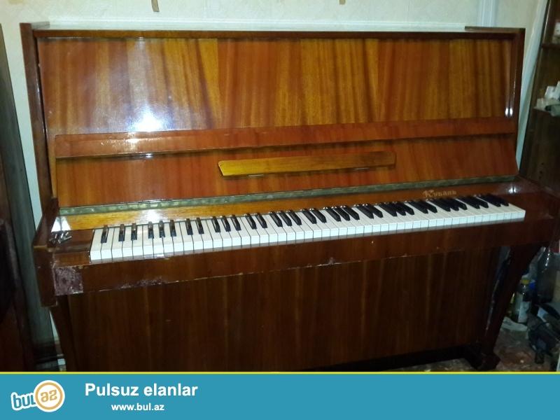 qehvyi rengde ,2 pedalli yunost pianinosu satilir.yaxsi veziyyetdedir