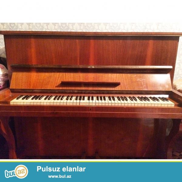 """Pianino """"Legnica"""" satılır. 2 pedallı,stulu ile bir yerde..."""