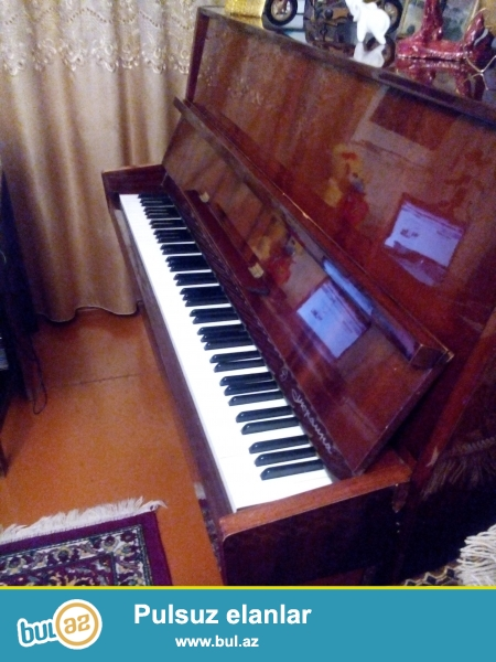 Ukraniya markali pianino satiliir. 1980-ci il istehsali...