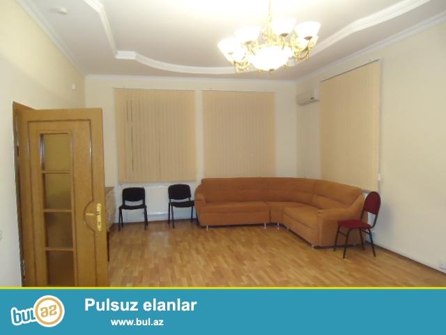 Elmler akademiyasi metrosuna yaxin Memarliq ve insaat universtetinin qarwisinda 4 mertebeli villa icareye verilir...