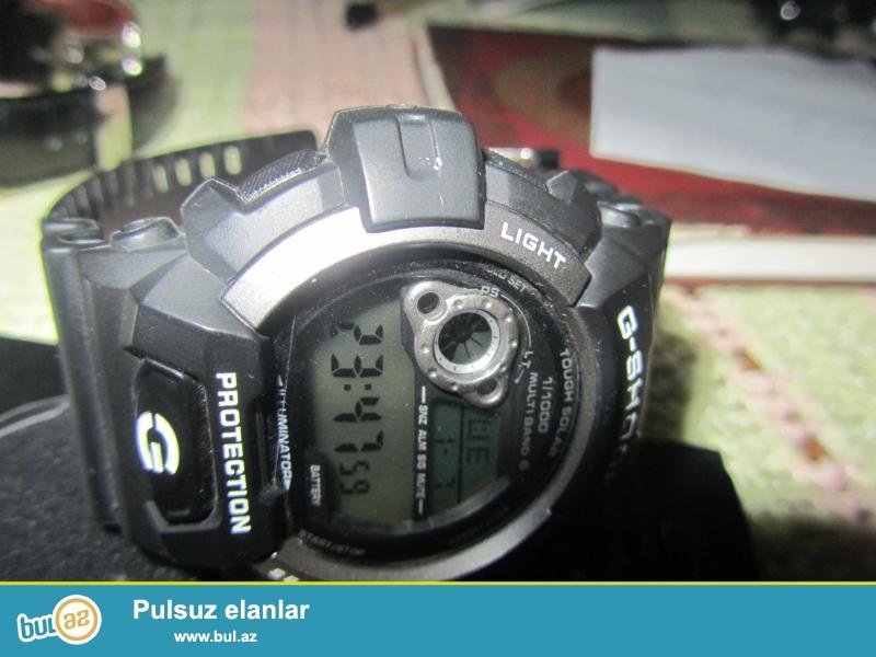 Casio G-shock:Bütünlükle rezin,suya ve zerbeye davamlı.Saniye,deqiqe,ay,il,budulnik,elave...