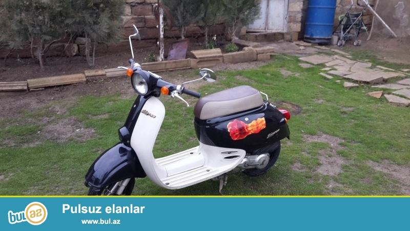 Moped super vəziyyətdədir. Hər bir detalı qaydasınca işləyir.