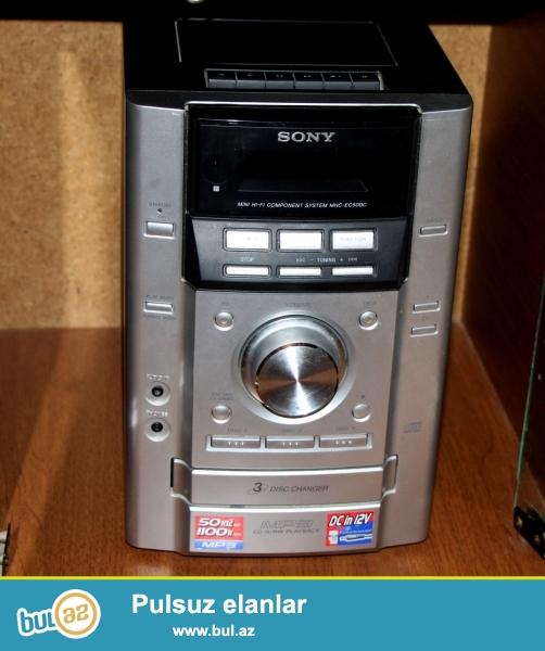 Sony musiqi mərkəzi satılır. 3 CD pleyer, 1 kasset oxuducu, radio qəbul edici və 2 kalonkadan ibarətdir...
