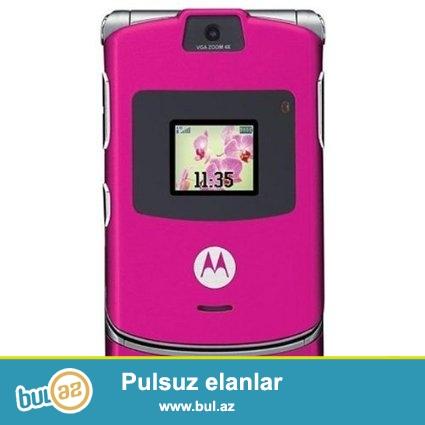 Yeni Motorola V3 mobil telefonları<br /> İmei kodu vasitəsilə telefonun orginallığın yoxlamaq mümükündür<br /> Karobkada usb kabel adapter telefon mövcuddur<br /> Qara, qırmızı, qızılı rəngləri mövcuddur