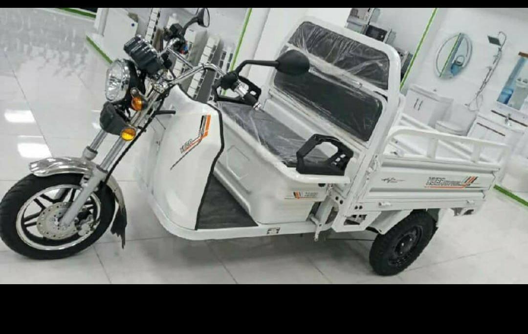 Motor & Akü: 2500W & 72V 60Ah Maksimum Sürət: 25 km/h Sürüş