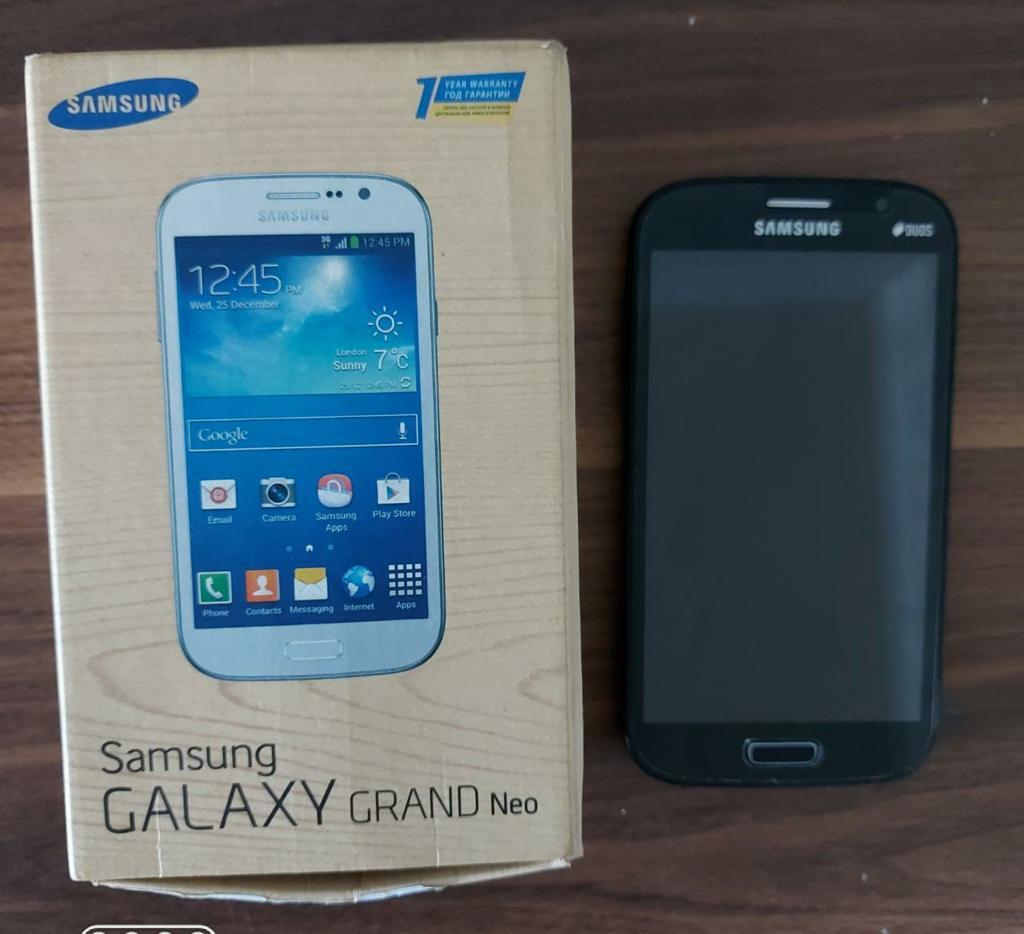 Samsung telefonu satılır. Heç bir problemi yoxdur.