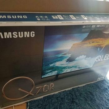 Zəmanət ilə yeni televizor VA LCD panel sayəsində çox