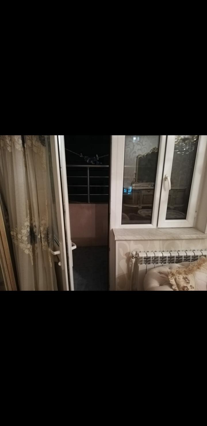 Yeni Yasamalda Ləziz hausun hanında əla təmirli 2 otaq ev