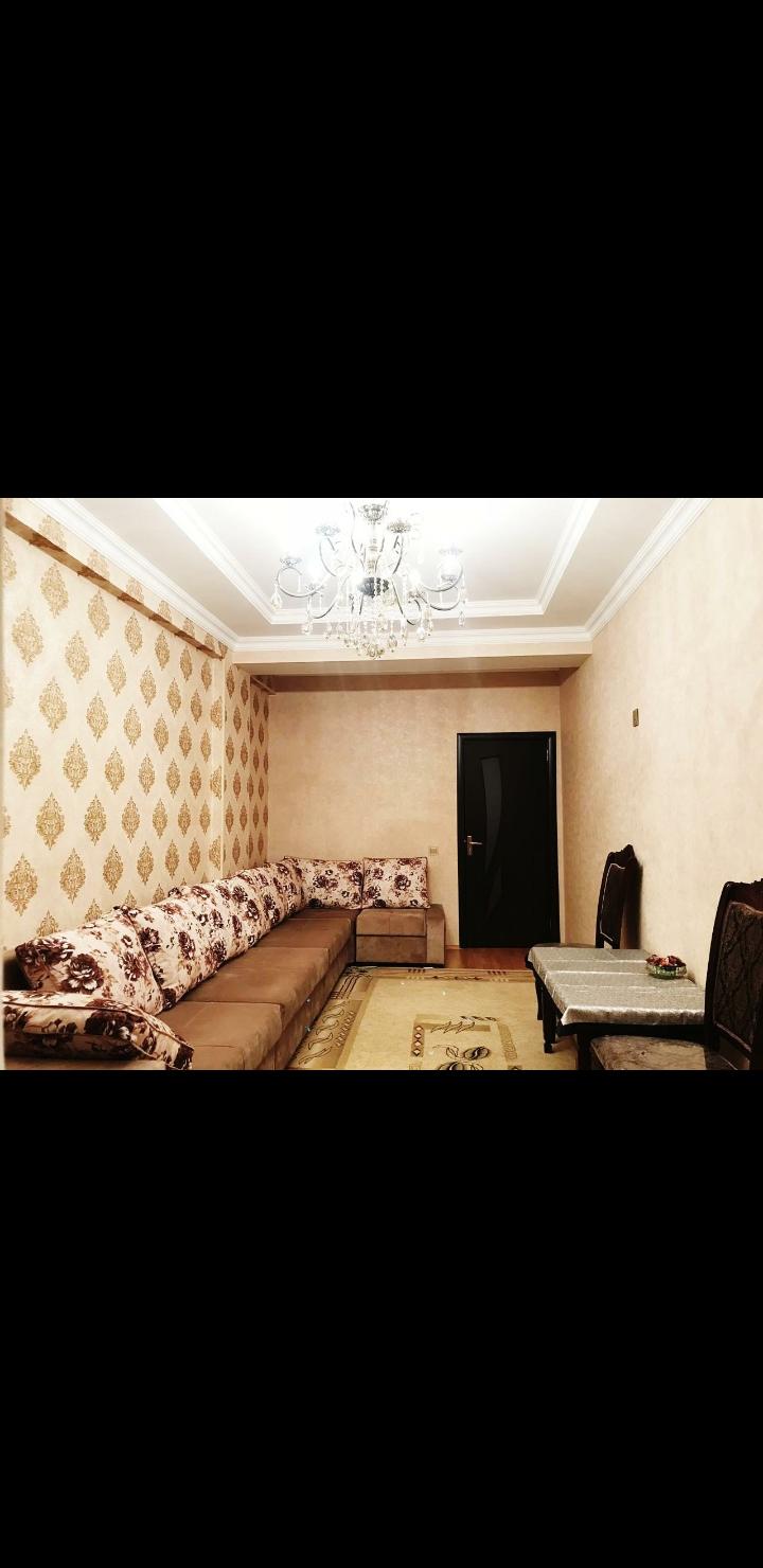 Yeni Yasamalda əla təmirli 3 otaqlı ev satılır.Bazartorenin binasında 20/14 mərtəbəsində, kupçalı, 107 kv, 132000 manata.