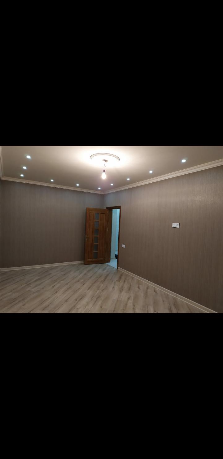 Yeni Yasamal AKKORD Etalonun binasında  21/20 mərtəbəsində, 100,3 kv, əla təmirli,125000 manata, kupçalı ev satılır.