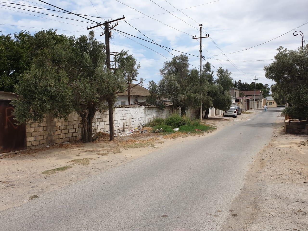 Şəhərdən 15 dəqiqəlik məsafede yerləşən ərazidə, həm bağ