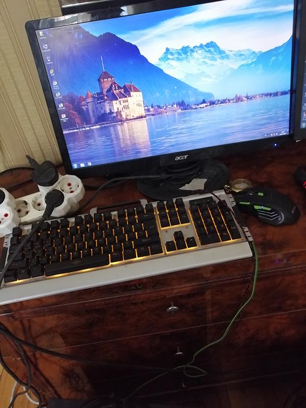 Hem Dizayn programlasdirma isleri, hem ofis , hemde gaming pc kimi istifade ede bilersiz. Say coxdur. Programlari ve oyunlari yuksek qrafikada donmadan acir: Autocad, Corel Draw, Photoshop.  Butun komputerlere tam zemanet verilir. Uzerinde professional mouse, klaviatura ve qulaqciq desti hediyye edilir.   Parametrleri: - Monitor 22* LG led - Core i5, 3.2 up to 3.6 Ghz - Ana plata MSİ 1155 - HDD 500 Gb - Ram DDR3 - 8gb - VideoKart GT 630 (2gb) 128 bit  - Blok Ptaniya 400 W - CPU FAN - Windows 7 Pro 64 bit  Parametrleri: - Monitor 22* Dell Ips  - Core i5 (3470) 3.4 Ghz - Ana plata MSİ 1155 - HDD 500 Gb - Ram DDR3 - 16gb - VideoKart GTX 650 (2gb) Ti 256 bit - Blok Ptaniya 600 W - CPU FAN - Windows 10 Pro 64 bit  Oyunlari yuksek grafikada donmadan acir:  1. Gta 5 – 2. Pubg Mobile 3. Fortnite -  4. Dota 2 5. Counter-Strike Global offensive  Istediyiniz oyunu yuksek qrafikada ela oynaya bilersiz.