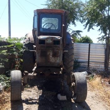Salam T40 traktor - lapetsiz normal vezyetdedi,hal hazirda