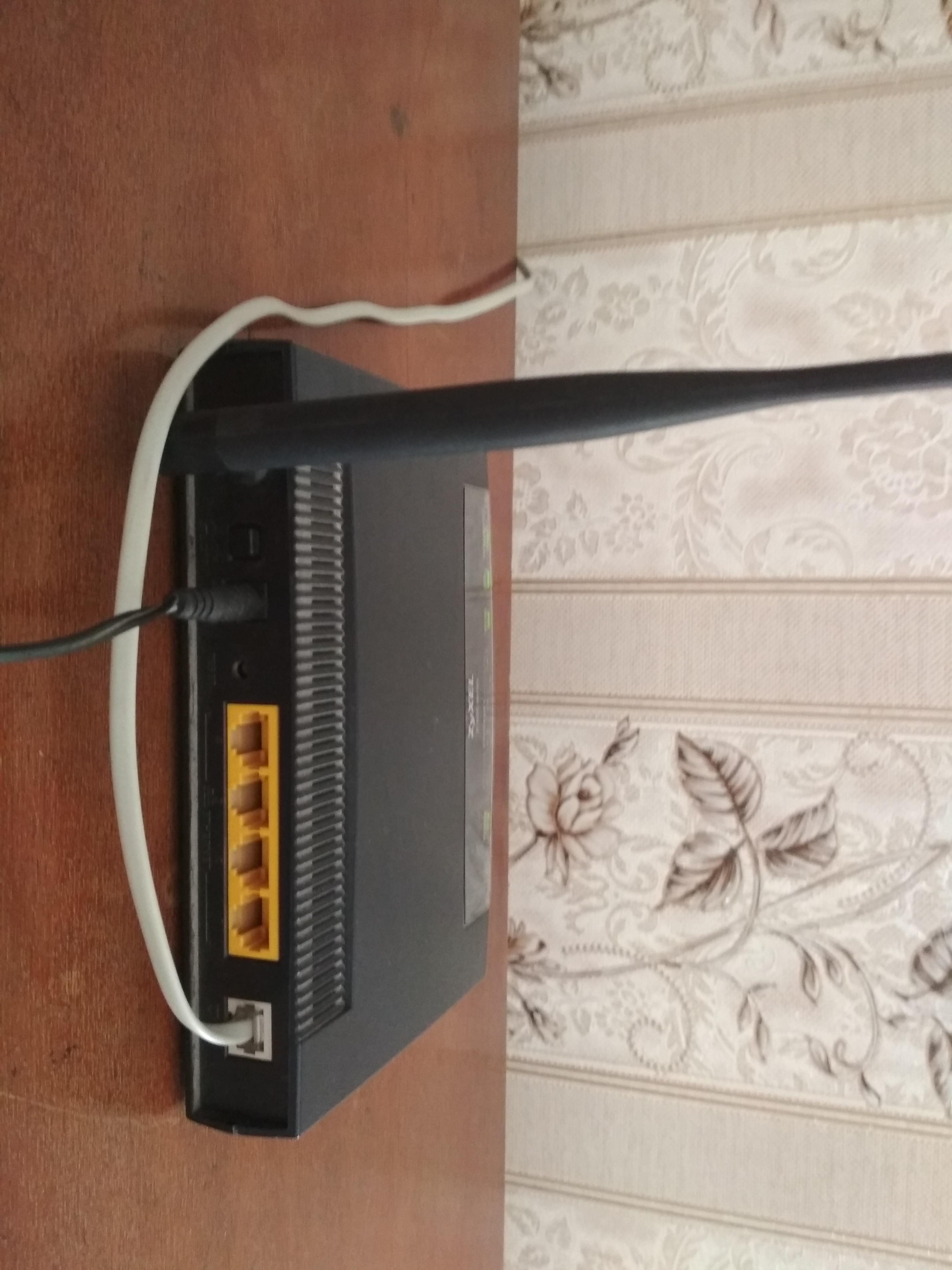 Zyxel modem (4 port / Wi-fi) Bütün aksesuarları üstündədir.