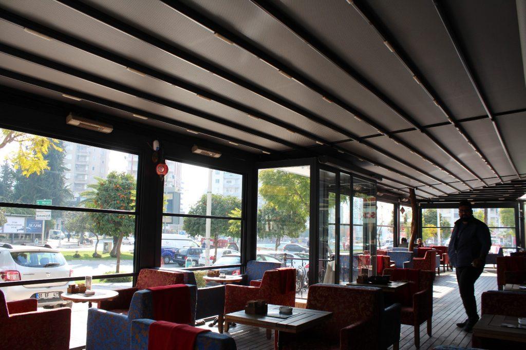 Perqola əsasən kafe, restoran, otel, həyət, bağ evləri və