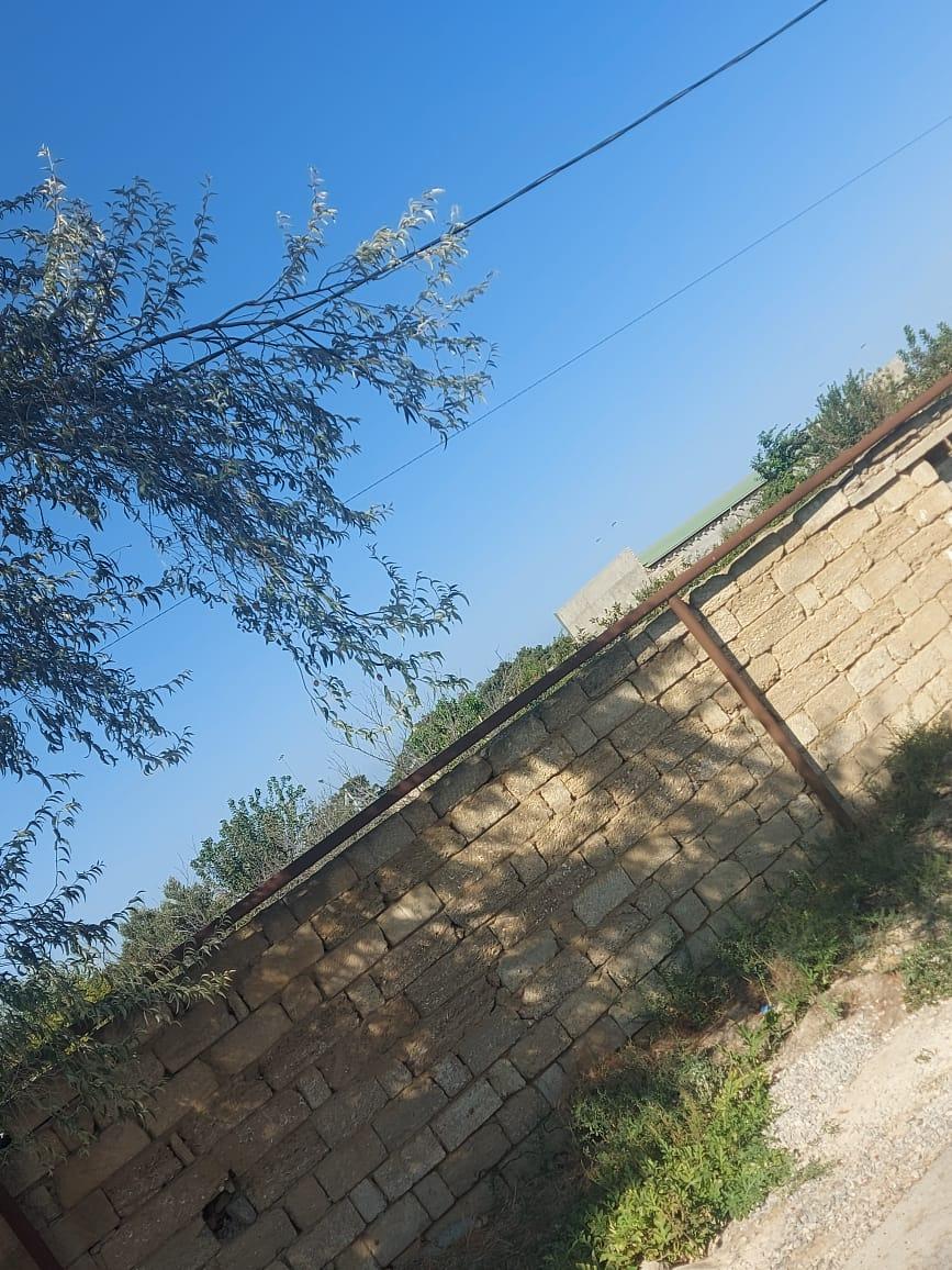 Qala qəsəbəsinde tecili torpaq satılır 5sot qazı suyu işığı
