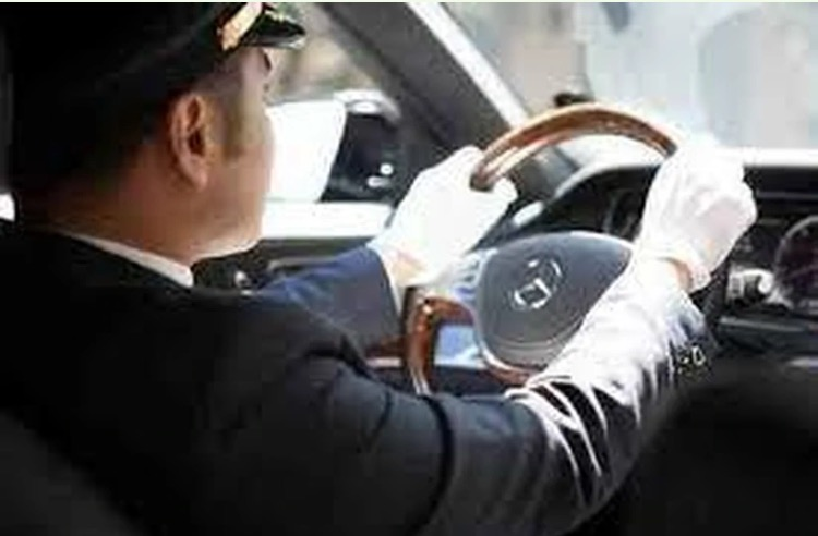 Ayıq sürücü tələb olunur maaş 600-700 azn iş saatı