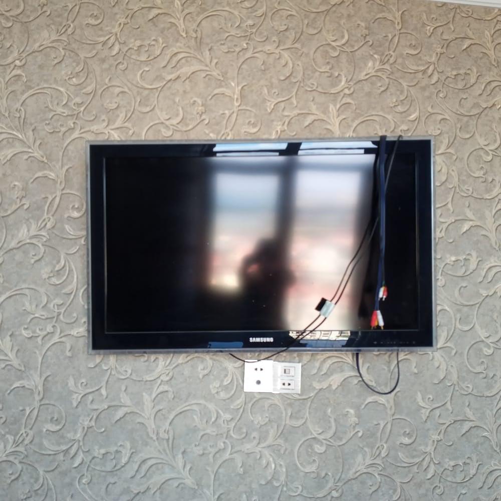 107 ekran Samsung tv heç bir problemi yoxdur. 350 azn. Ünv: