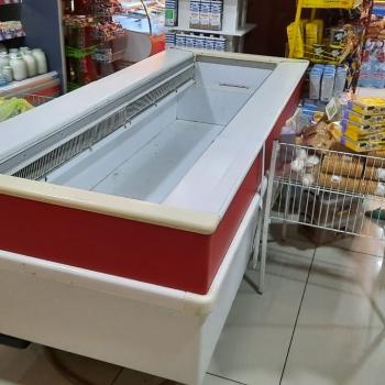 Derin dondurucu satilir.Yaxsi veziyetdedir.problemi