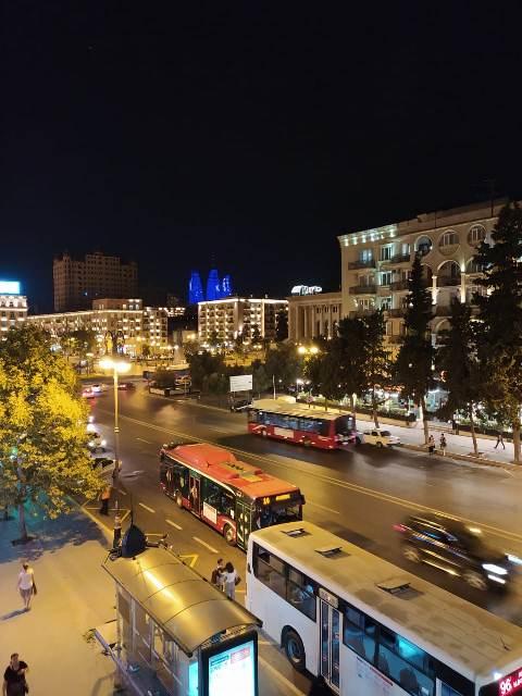 Yasamal rayonu Nizami metrosu, QIŞ parkı,Fizuli Heykəli