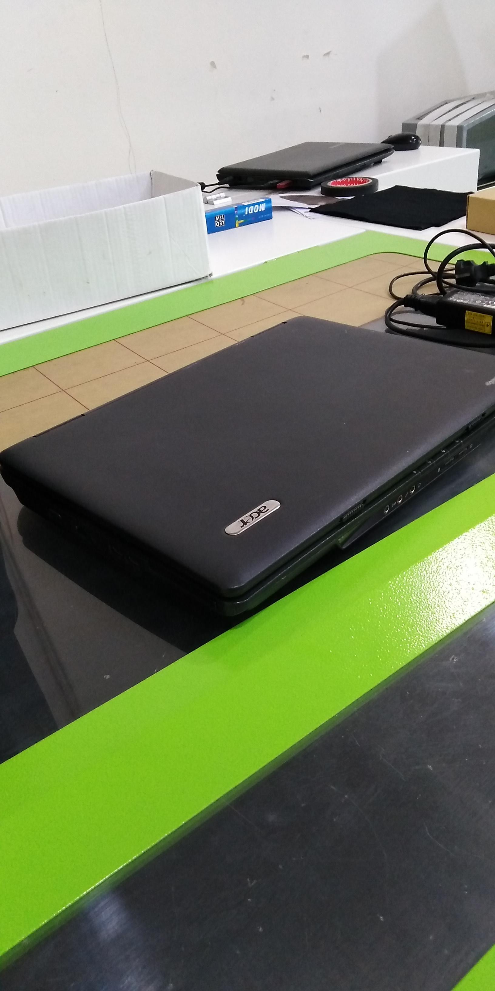 Dual 2 Core 2.00 GHZ, RAM 2GB, HDD 160 GB, WebCamera,