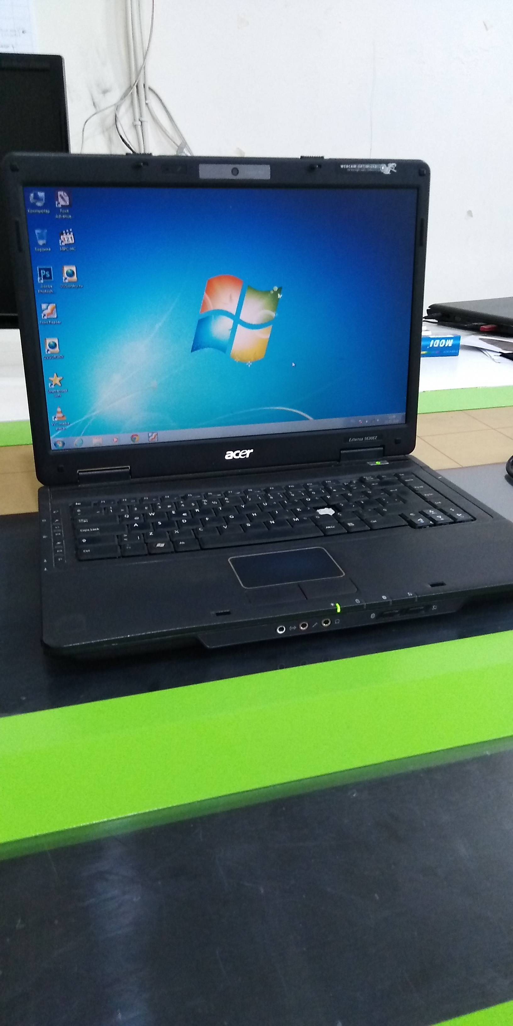 Dual 2 Core 2.00 GHZ, RAM 2GB, HDD 160 GB, WebCamera,