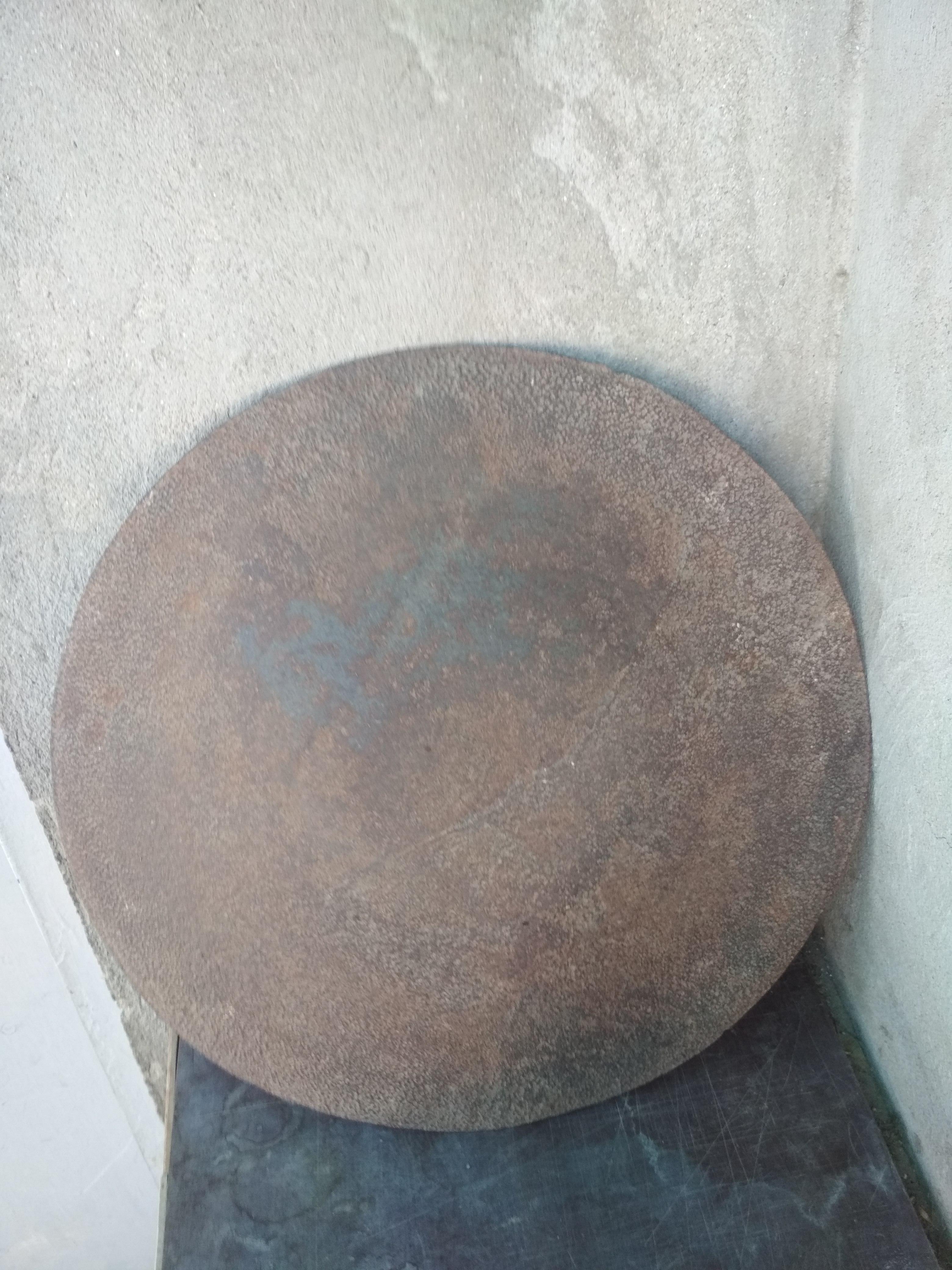 Sovet dövrünün sacı. Ağır qalın materialdandır. Diametri 43.5 sm.