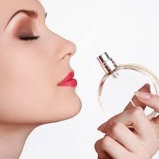 Super marketin icinde parfumeriya yerine satici xanim teleb olunur maas 300 azn,is saati 09.00 dan 19.00 kimi yaş heddi  18-35