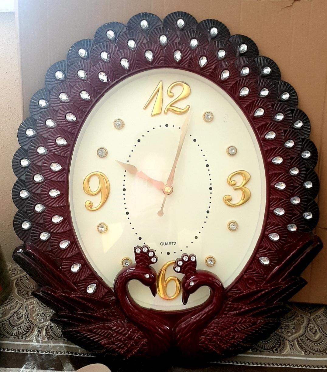 Divar saatı təzə 15 azn satılır. Ünvan Sumqayıt. Çatdırılma 20 y.
