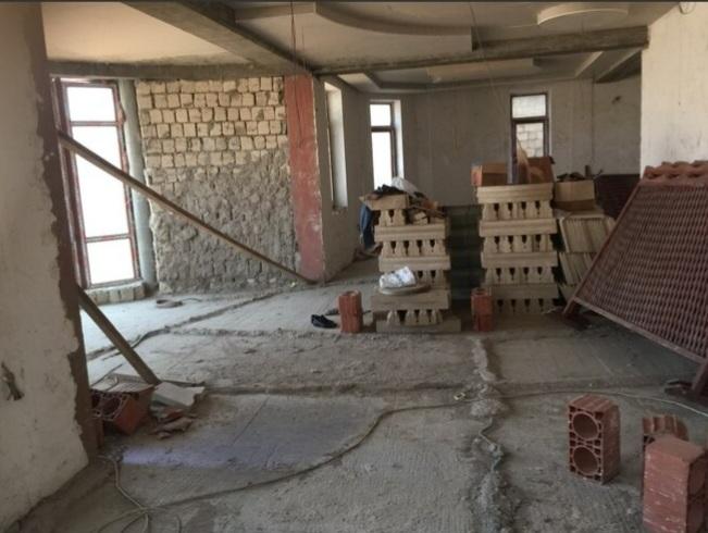 Badamdar qəsəbəsi 3cü massivdə 3 mərtəbəli villa