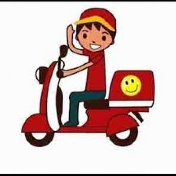 İş barədə məlumat Doner evine motoskileti olan paketci