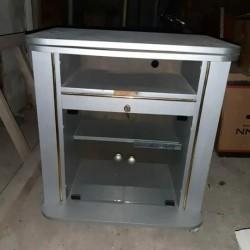Televizor və altlığı birgə 60 azn satılır. Ünvan Sabunçu