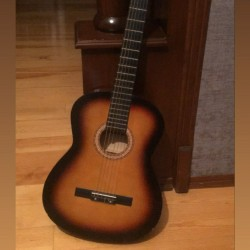 Təəcili gitara satılır yüngül 1 ədəd cızığı var başqa