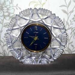 Xrustal saat işləkdir heç bir problemi yoxdur. 80 azn
