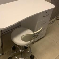 İdeal vəziyyətdə Manikur masası və oturacağı 250 azn hech