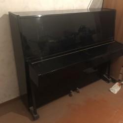 Qara rengde Ukrayna markalı piyano satılır 100 manata