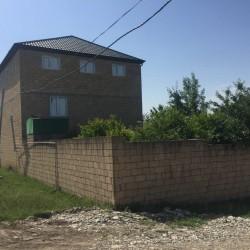 Şamaxı rayonun muğanlı kendinde bağ evi satılır. İçinde her