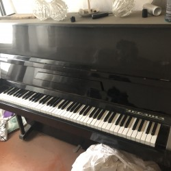 Piyano satılır Qara rengde