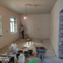 11/8-daşla yeni tikilmiş səkili ev 3-otag bir zal.kürsülü