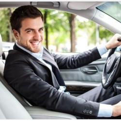 Taksi şirkətinə sürücü tələb olunur. Yaş həddi 20-50 yaş