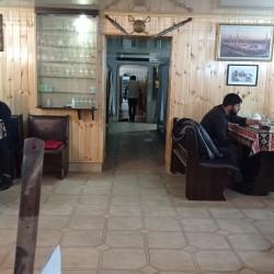 ***XADIMƏ Sumqayıtda 17ci mk,daş bazarı tərəfdə kafeyə