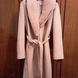 Palto, 3 aydır alınıb 120 azn, 60 manata satılır. Qolları