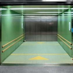 В грузовых лифтах грузоподъемность кабины имеет гораздо