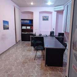 Hər bir şəraiti, əşyası olan 2 otaqlı ofis icarəyə verilir.