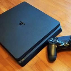 Playstation 4 1 pult orginal cizig falan yoxdu 2 3 ay olar