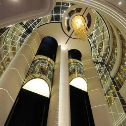 Şəffaf lift səyahət zamanı əla görünürlük təmin edir.