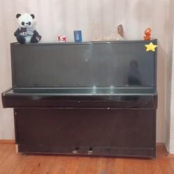 Pianino satılır. Heç bir problemi yoxdur. Qiyməti 200