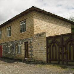 Qax şəhərində günlük kirayə ev verilir 1 günü adam nəfər 10
