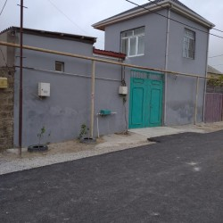Təcili kupçalı 4 otaqlı həyət evi satılır. Ev qəsəbənin